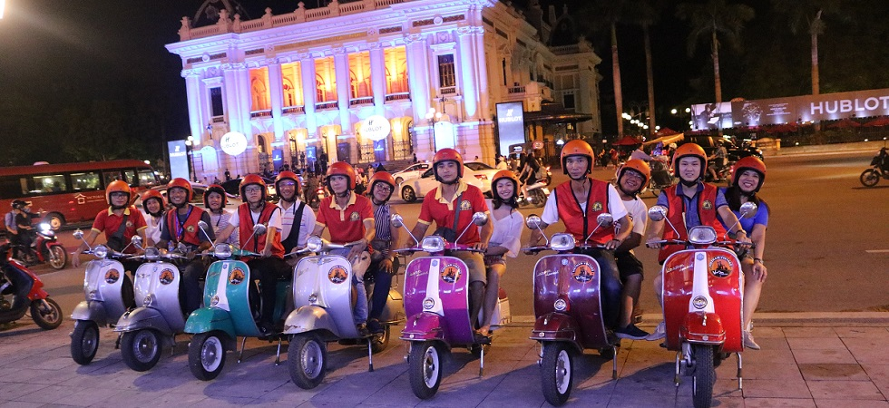 lady rider motorbike tour in hanoi